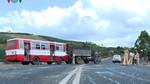 Xe khách chở học sinh đâm xe tải, tài xế và 2 nữ sinh tử vong