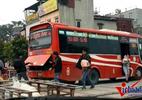 Xe khách chạy chui nhiễu loạn đường Hà Nội