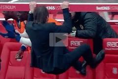 Quay chậm màn ăn mừng điên cuồng của Conte