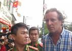 Ông Tây cãi lí khi Phó chủ tịch Đoàn Ngọc Hải yêu cầu cẩu xe