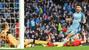 """Man City cưa điểm Liverpool, MU """"ngư ông đắc lợi"""""""