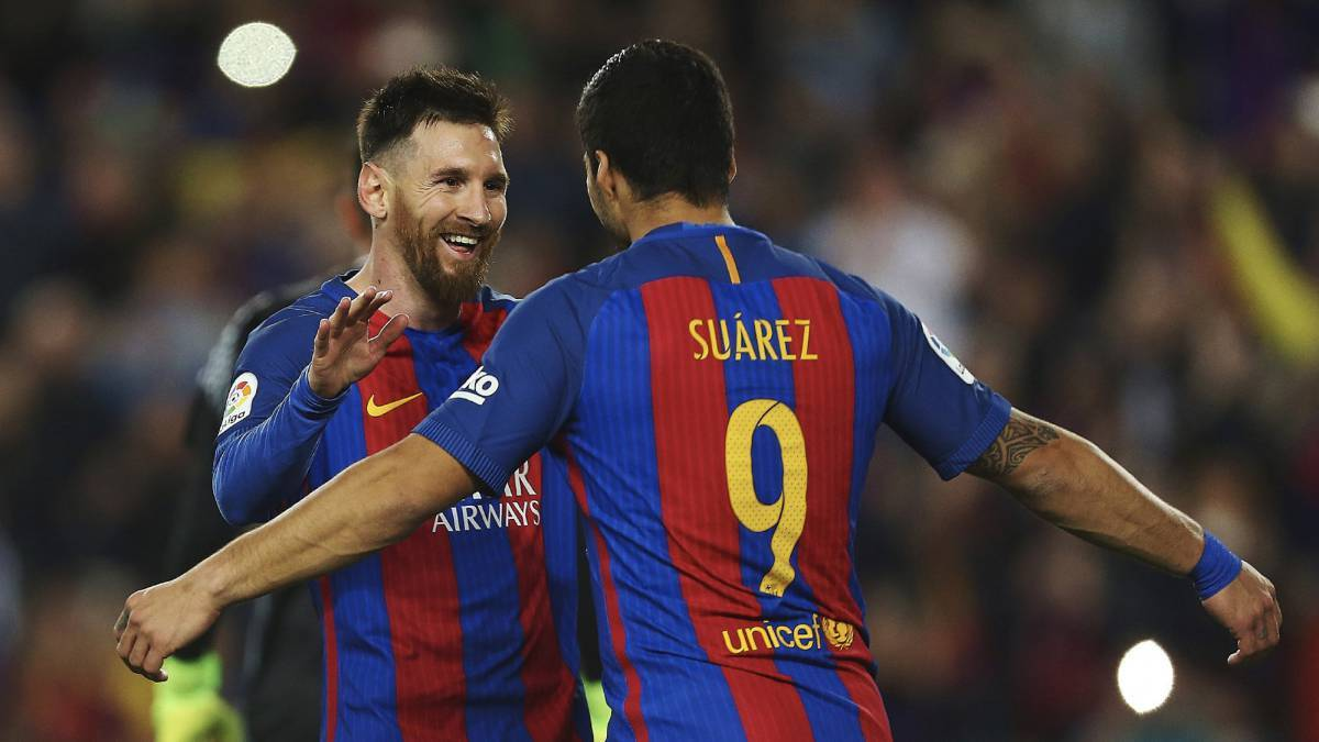 Messi làm người hùng, Barca bám sát Real