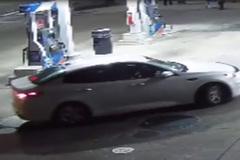 Màn trộm ô tô sang táo bạo ở cây xăng
