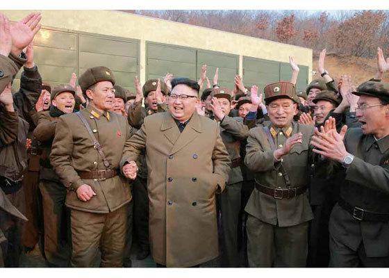 Ông Kim Jong Un ăn mừng vụ thử động cơ tên lửa