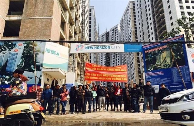 Những chung cư bị cư dân căng băng rôn phản đối