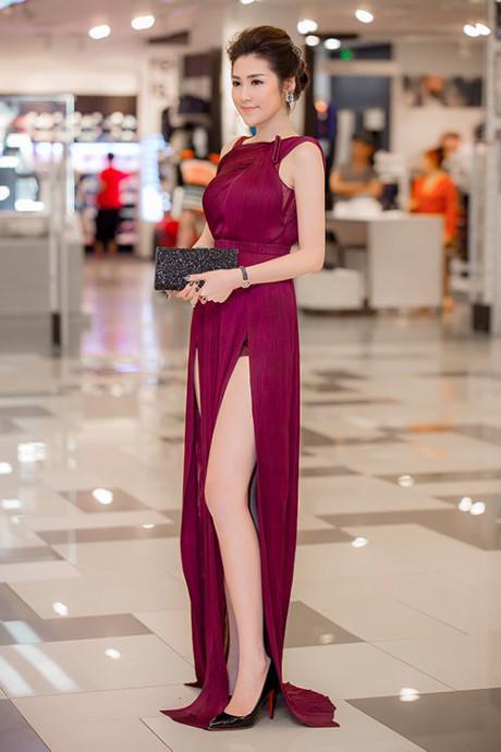 Hoa hậu Mai Phương Thuý, Á hậu Tú Anh, váy xẻ sexy