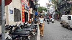 Hà Nội: Vỉa hè lại chật cứng xế hộp, xe máy, đố ai đi bộ