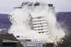 Nhà 18 tầng bị đánh sập tức khắc bằng gần ba tạ thuốc nổ