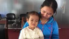 Bị ung thư dạ dày, bé gái gào khóc đau đớn