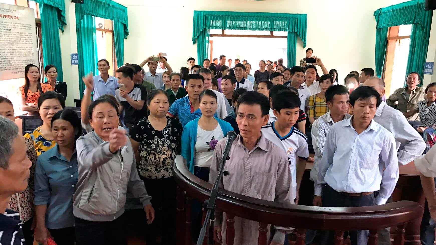 Náo loạn phiên xử kêu oan ở Hà Tĩnh - ảnh 2