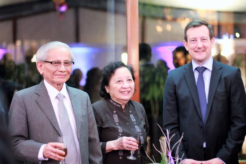 Người phụ nữ phía sau GS Phan Huy Lê
