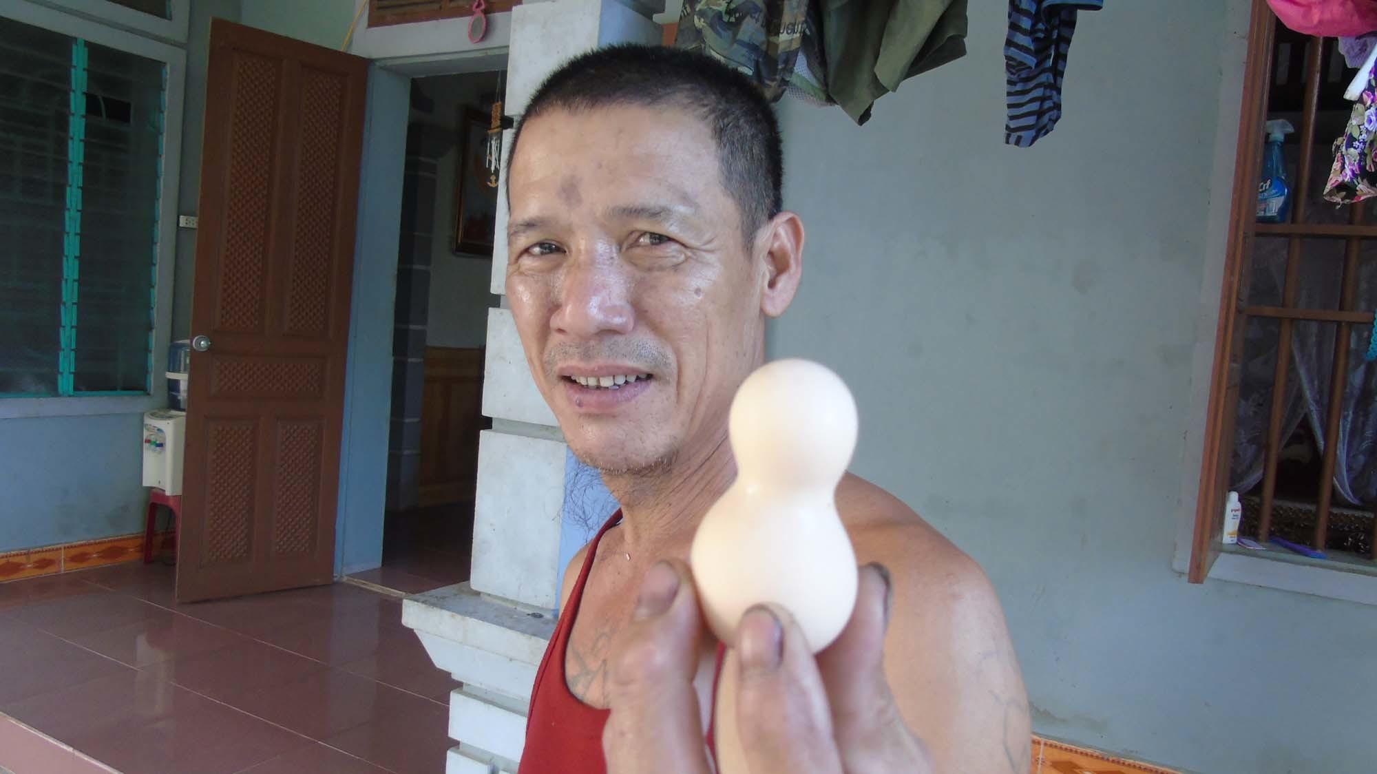 Xuất hiện quả trứng hình hồ lô ở Nghệ An - ảnh 1