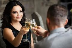 Số tiền bất ngờ giới trẻ Anh dành cho hẹn hò