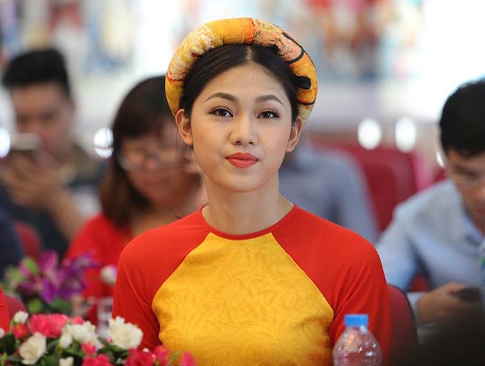 Hoa hậu Ngọc Hân, Á hậu Thanh Tú xuống đường chạy Việt dã
