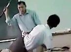Thầy giáo đánh học sinh vì chào bằng tiếng Anh
