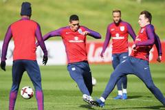 MU lại gặp hạn nặng, Mourinho hốt hoảng