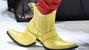 Những đôi giày kỳ quái thách thức người sử dụng