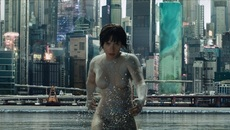 """Scarlett Johansson mới lạ, biến hóa trong """"Vỏ bọc ma"""""""