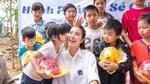 Chuyến từ thiện đầy xúc động của Phạm Hương