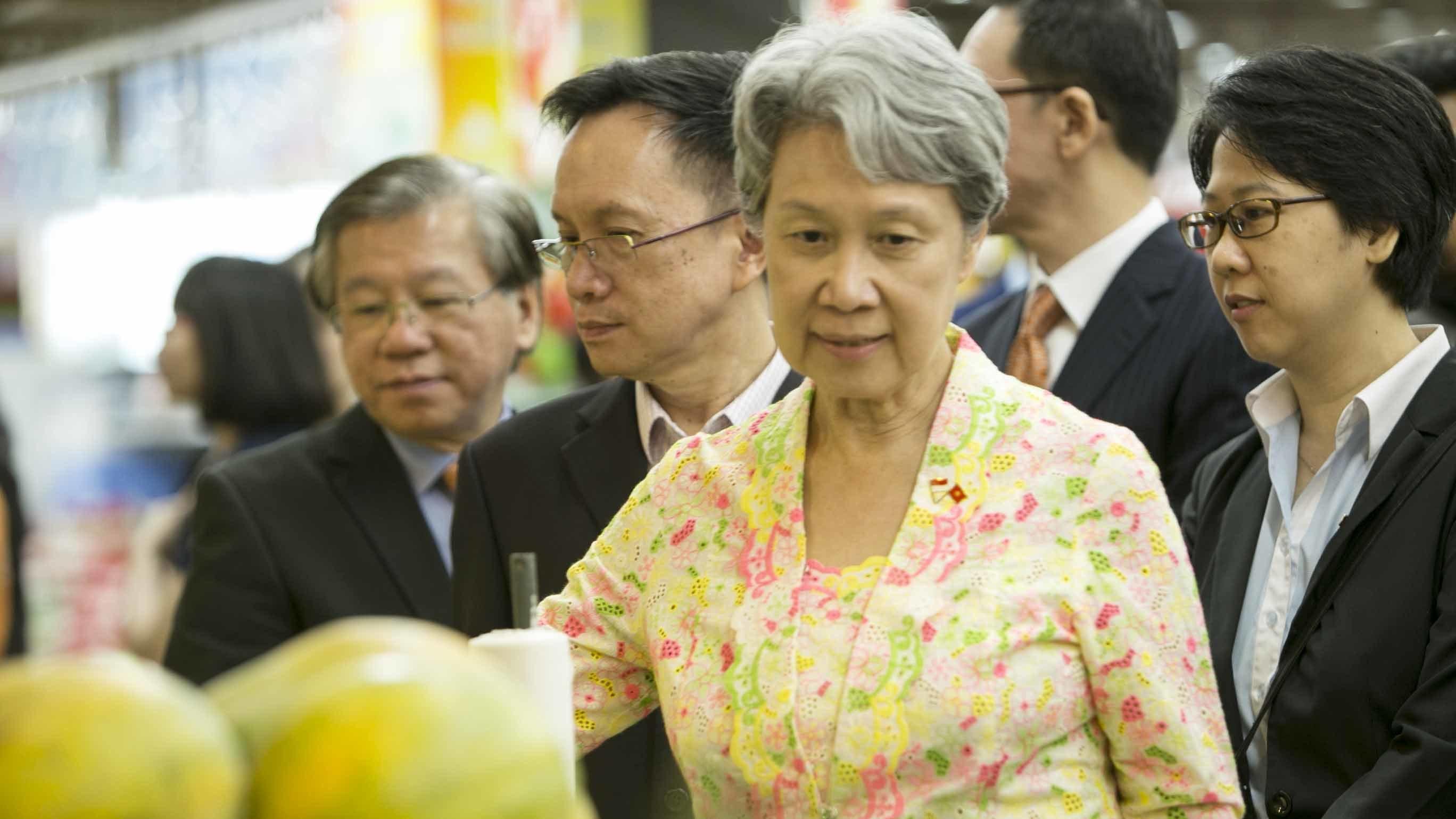 Vợ chồng Thủ tướng Lý Hiển Long đi siêu thị ở TP.HCM