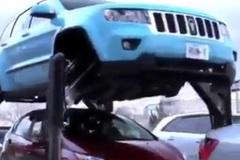 'Siêu' ô tô đi trên đầu người, không sợ kẹt xe