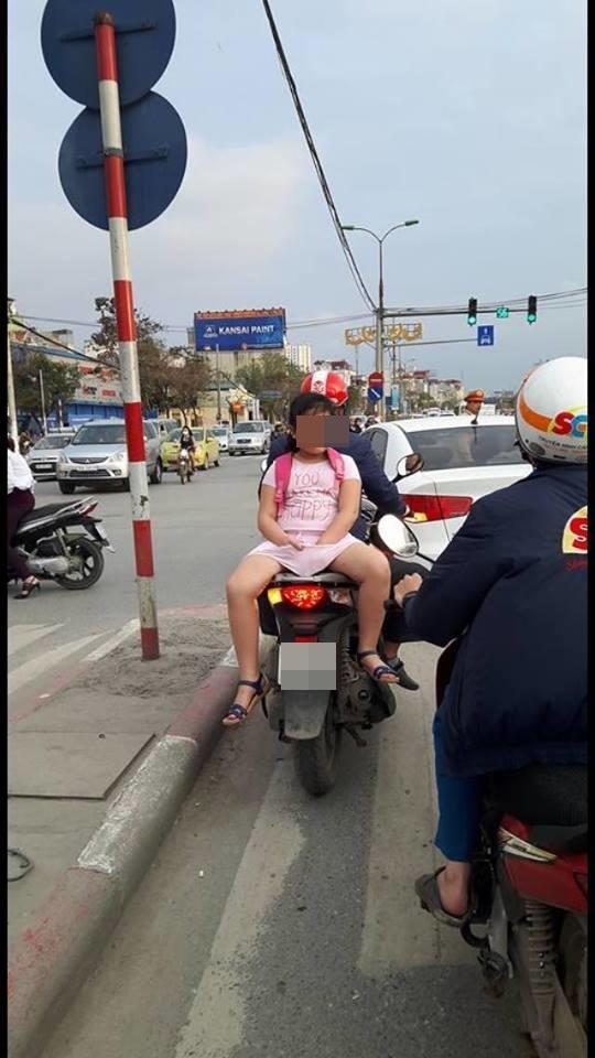 bất cẩn, cha mẹ, đèo con, chở con, xe máy, tai nạn, trẻ nhỏ