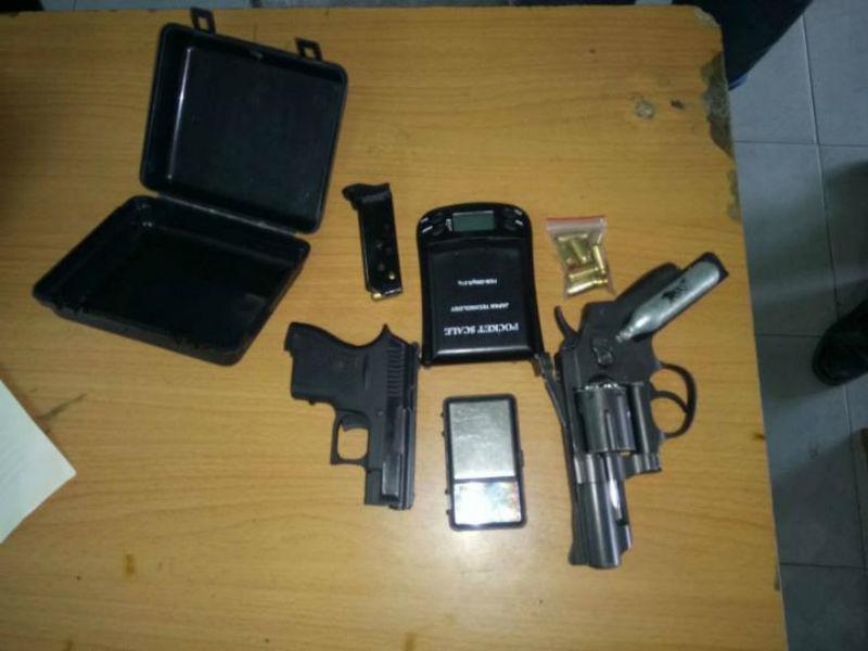 Bắt trùm ma túy vùng ven luôn thủ 2 khẩu súng phòng thân