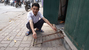 Bậc tam cấp di động đối phó dẹp vỉa hè: Hà Nội chế 10 năm trước