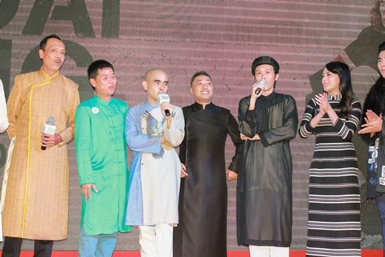 Phương Thanh, Mỹ Tâm mặc gợi cảm đi xem phim Hoài Linh
