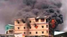 Khói lửa bao trùm sát chợ hóa chất Kim Biên