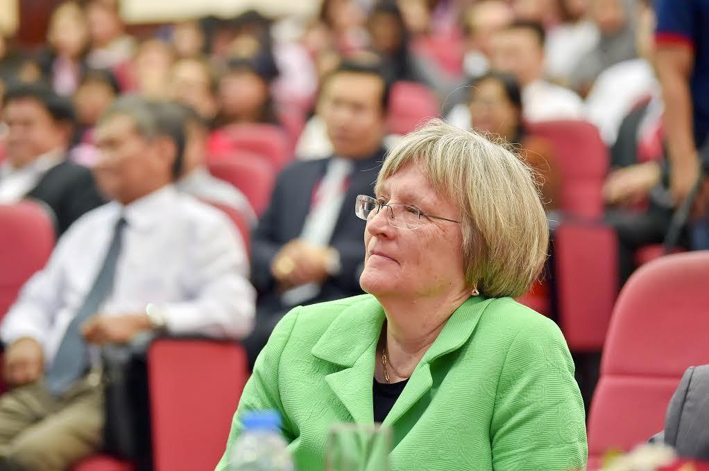 Hiệu trưởng ĐH Harvard nói gì với sinh viên Việt Nam?