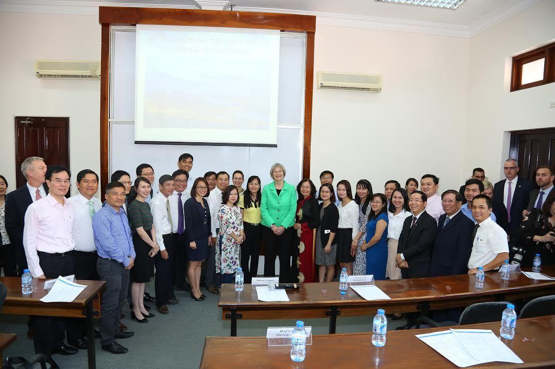Hiệu trưởng ĐH Harvard thăm Trường ĐH Fulbright Việt Nam