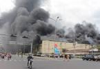 Cháy lớn tại Cần Thơ: Khói đen dày đặc chứa khí độc