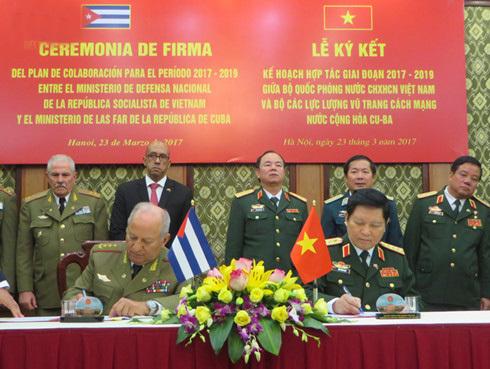 Tổng bí thư tiếp Bộ trưởng các lực lượng vũ trang cách mạng Cuba