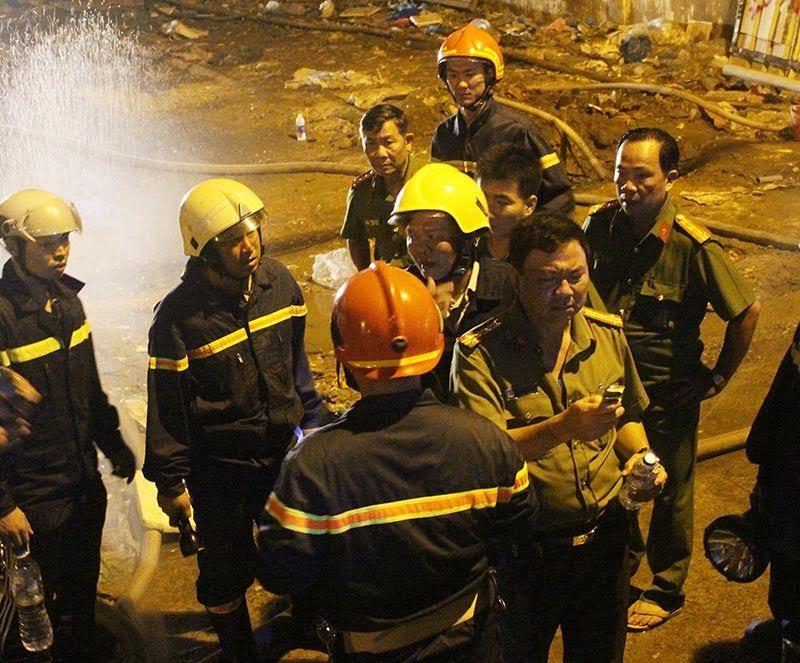Hàng trăm cảnh sát trắng đêm dập lửa tại công ty may ở Cần Thơ