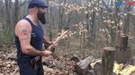 Vừa bổ củi, vừa chơi nhạc rock bằng rìu