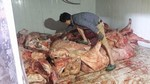 Bắt giữ trên 4 tấn thịt thối suýt biến thành 'lợn hun khói'