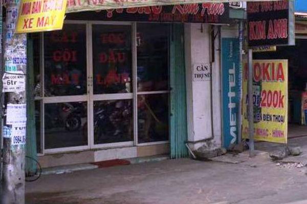 Dùng súng cướp tiệm hớt tóc ở Sài Gòn