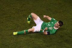 """Hậu vệ Mourinho cực """"kết"""" gãy chân sau pha vào bóng ác ý"""