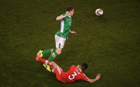 Coleman gãy chân sau pha vào bóng kinh hoàng