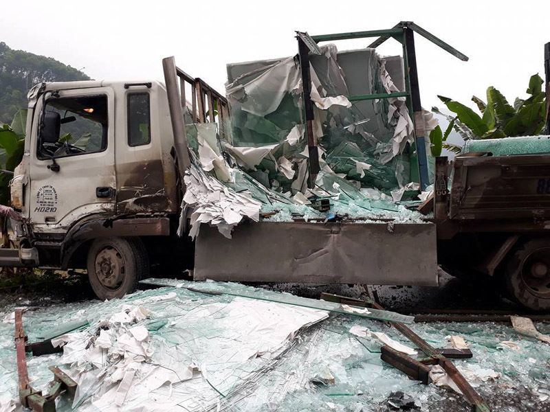 tai nạn giao thông, xe tải va chạm xe khách, Tuyên Quang