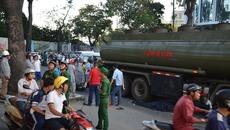 Xe biển đỏ cán chết người giữa trung tâm Sài Gòn