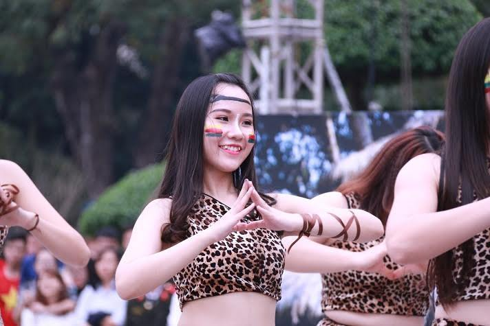 Nữ sinh Học viện An ninh nhân dân nóng bỏng trong điệu nhảy dân vũ