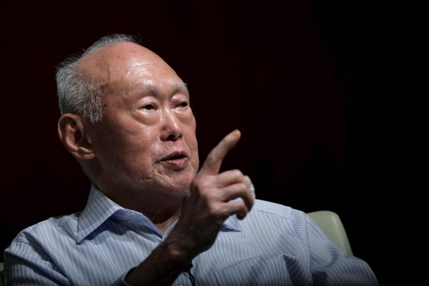Bị cáo buộc tư lợi, ông Lý Quang Diệu đáp trả ra sao?