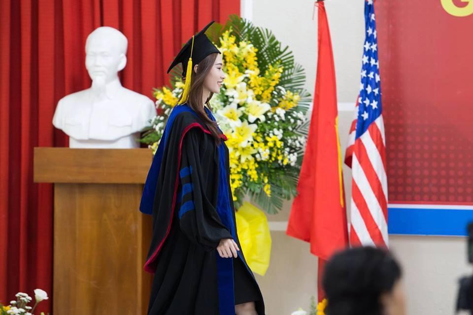 Hoa hậu Đặng Thu Thảo,  tốt nghiệp đại học