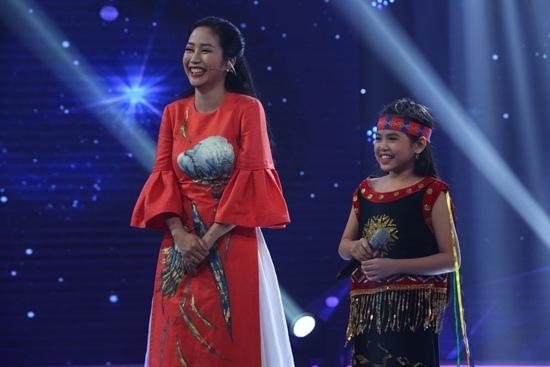 Bé gái 10 tuổi giả tiếng chim 'hút hồn' NSND Thu Hiền