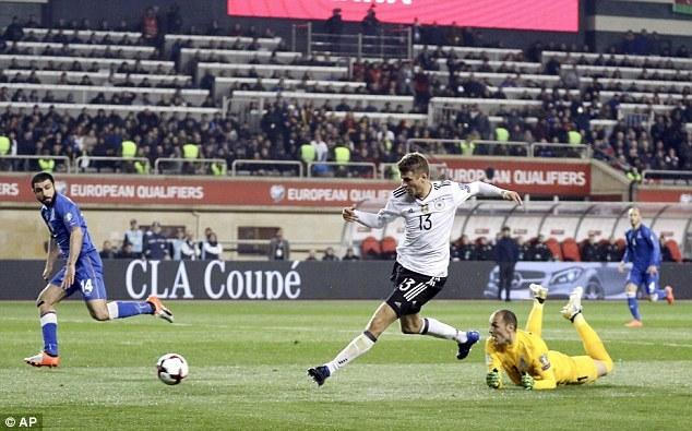 Thắng '4 sao', Đức chạm 1 tay vào vé dự World Cup 2018