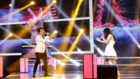 Màn trình diễn của thí sinh người Hàn Quốc Sanhara và Tuấn Đạt: