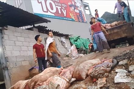 """""""Hô biến"""" lợn chết thành """"đặc sản"""" thịt hun khói"""