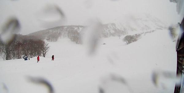 Tuyết lở ập xuống đoàn học sinh Nhật